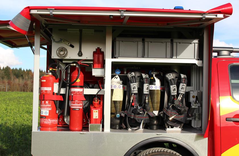 Seitenansicht Einrichtung Atemschutz und Feuerlöscher