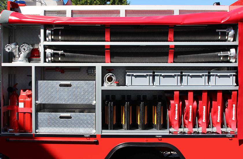 Seitlicher Geräteraum für zusätzliches Feuerwehrmaterial